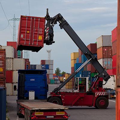 kursy: urządzenia do manipulacji kontenerami